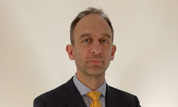 Dr. Dirk Bessau